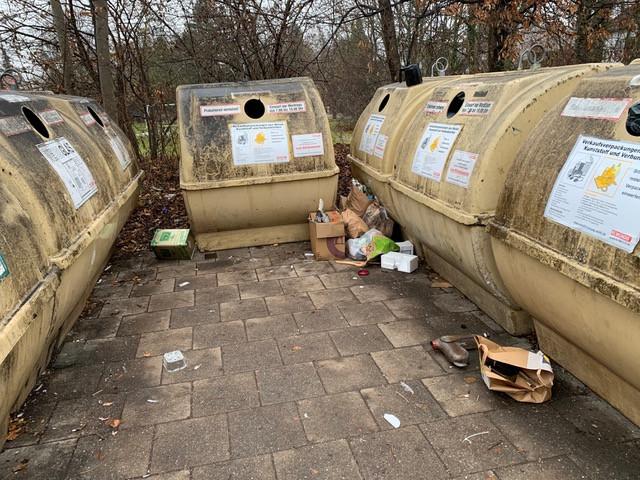 """Abfallverschmutzung an der Wertstoffinsel Sanderplatz"""""""